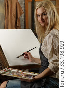 Купить «Young adult pretty female artist paints an oil painting», фото № 33198929, снято 7 февраля 2020 г. (c) Алексей Кузнецов / Фотобанк Лори