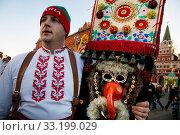 Купить «Болгарский мужчина из села Айдемир в традиционном костюме ряженного Кукери на Манежной площади города Москвы в рамках празднования Масленицы», фото № 33199029, снято 21 февраля 2020 г. (c) Николай Винокуров / Фотобанк Лори