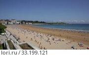 Купить «Summer view of Santander seafront and sand beach», видеоролик № 33199121, снято 14 июля 2019 г. (c) Яков Филимонов / Фотобанк Лори