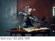 Купить «Maniac kidnapper prepares rope for his victim», фото № 33203169, снято 13 ноября 2019 г. (c) Tryapitsyn Sergiy / Фотобанк Лори