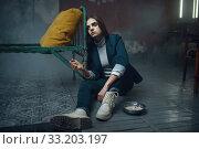 Купить «Hostage of maniac kidnapper handcuffed to the bed», фото № 33203197, снято 13 ноября 2019 г. (c) Tryapitsyn Sergiy / Фотобанк Лори