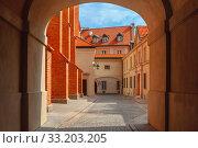 Купить «Empty street in the Old Town, Warsaw, Poland», фото № 33203205, снято 11 июля 2020 г. (c) PantherMedia / Фотобанк Лори