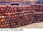 Купить «Баллоны с опасным сжиженным газом», фото № 33203289, снято 19 апреля 2019 г. (c) Евгений Ткачёв / Фотобанк Лори