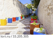 Купить «Mykonos alley, Greece», фото № 33205305, снято 3 апреля 2020 г. (c) PantherMedia / Фотобанк Лори