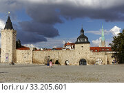 city wall of mühlhausen in thuringia with frauentor and rabenturm. Стоковое фото, фотограф Werner Apolloner / PantherMedia / Фотобанк Лори