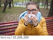 Молодая женщина с носовым платком на улице. Стоковое фото, фотограф Victoria Demidova / Фотобанк Лори