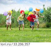 Купить «children running with air balloons in park», фото № 33206357, снято 12 июля 2020 г. (c) Яков Филимонов / Фотобанк Лори