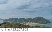 Купить «Time lapse of day clouds over the wonderful bay of Phi Phi island landscape with boats. Andaman sea lagoon.», видеоролик № 33207805, снято 24 апреля 2019 г. (c) Александр Маркин / Фотобанк Лори