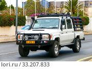 Купить «Toyota Land Cruiser 70», фото № 33207833, снято 5 февраля 2020 г. (c) Art Konovalov / Фотобанк Лори