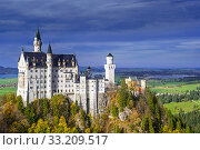 Neuschwanstein Castle seen from Marienbrucke in autumn / fall, 19th-century Romanesque Revival palace at Hohenschwangau, Bavaria, Germany, October 2019. Стоковое фото, фотограф Philippe Clement / Nature Picture Library / Фотобанк Лори