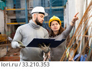 Купить «Architect and contractor discussing construction plan», фото № 33210353, снято 4 апреля 2020 г. (c) Яков Филимонов / Фотобанк Лори