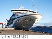 Купить «Большое круизное судно Diamond Princess («Бриллиантовая принцесса») в порту Мурорана на закате», фото № 33211861, снято 28 сентября 2008 г. (c) Александр Гаценко / Фотобанк Лори