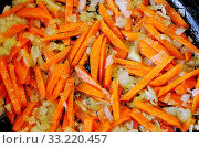 Купить «Fried onions Allium cepa and peeled and sliced fresh organic carrots Daucus in a frying pan in olive oil, for cooking», фото № 33220457, снято 10 июля 2020 г. (c) easy Fotostock / Фотобанк Лори