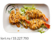 Купить «Fried shrimp with sesame seeds. Japanese cuisine», фото № 33227793, снято 27 февраля 2020 г. (c) Яков Филимонов / Фотобанк Лори