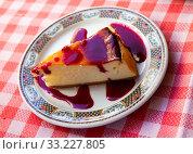 Купить «Slice of delicious classical cheesecake with fruity sauce served in cafeteria», фото № 33227805, снято 6 июля 2020 г. (c) Яков Филимонов / Фотобанк Лори