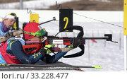 Купить «Девушка биатлонистка стреляет на биатлонном стрельбище во время соревнований», видеоролик № 33228477, снято 14 апреля 2019 г. (c) А. А. Пирагис / Фотобанк Лори
