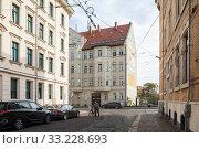 Old buildings in the Koetzschauer Strasse in Leipzig-Kleinzschocher (2018 год). Редакционное фото, агентство Caro Photoagency / Фотобанк Лори