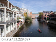 New buildings and industrial buildings used as residential buildings on the Weisse Elster in Leipzig-Plagwitz (2018 год). Редакционное фото, агентство Caro Photoagency / Фотобанк Лори