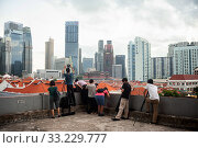 Singapore, Republic of Singapore, people photograph the city view of Chinatown and the business district (2020 год). Редакционное фото, агентство Caro Photoagency / Фотобанк Лори