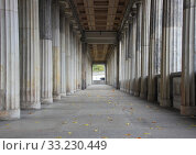 Balustrade line of  marble columns with center endpoint. Стоковое фото, фотограф Christian Thuesen / PantherMedia / Фотобанк Лори