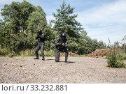 Купить «Spec ops police SWAT», фото № 33232881, снято 6 июня 2020 г. (c) PantherMedia / Фотобанк Лори