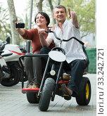 Купить «couple driving double bike», фото № 33242721, снято 14 июля 2020 г. (c) Яков Филимонов / Фотобанк Лори