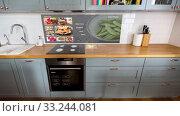 Купить «smart home kitchen with virtual displays», видеоролик № 33244081, снято 28 мая 2020 г. (c) Syda Productions / Фотобанк Лори