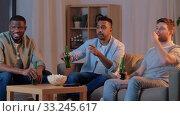 Купить «happy male friends with beer watching tv at home», видеоролик № 33245617, снято 13 января 2020 г. (c) Syda Productions / Фотобанк Лори