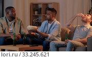 Купить «male friends with beer watching tv at home», видеоролик № 33245621, снято 13 января 2020 г. (c) Syda Productions / Фотобанк Лори