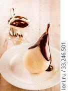 Fresh pear Birne Helene in chocolate sauce. Стоковое фото, фотограф Daniel Reiter / PantherMedia / Фотобанк Лори