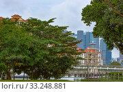 Стилизованный маяк на речном канале в Сингапуре. Стоковое фото, фотограф Василий Князев / Фотобанк Лори