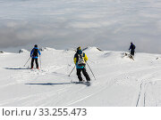 Купить «Three skiers are at the top of a peak of Vitosha mountain. They are participating in an freestyle competition of skiers and snowboarders during the weekend.», фото № 33255473, снято 7 июня 2020 г. (c) age Fotostock / Фотобанк Лори