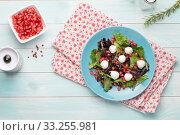 Green salad on plate. Стоковое фото, фотограф Carlos Santos / PantherMedia / Фотобанк Лори