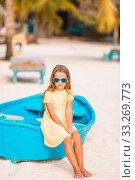 Купить «Adorable little girl on boat on white beach», фото № 33269773, снято 19 февраля 2016 г. (c) Дмитрий Травников / Фотобанк Лори