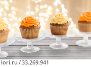 cupcakes with frosting on confectionery stands. Стоковое фото, фотограф Syda Productions / Фотобанк Лори
