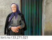 Elderly woman wearing black headscarf standing outside house, resident of Madeira. Стоковое фото, фотограф Edwin Giesbers / Nature Picture Library / Фотобанк Лори