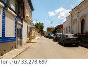 Купить «Streets of the city with moving cars», фото № 33278697, снято 30 июня 2019 г. (c) Владимир Арсентьев / Фотобанк Лори
