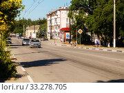 Купить «Streets of the city with moving cars», фото № 33278705, снято 30 июня 2019 г. (c) Владимир Арсентьев / Фотобанк Лори