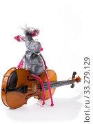 Купить «Крыса - мягкая игрушка из валяной шерсти со скрипкой на белом фоне», фото № 33279129, снято 29 февраля 2020 г. (c) V.Ivantsov / Фотобанк Лори