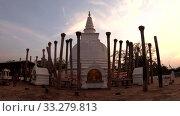 Купить «Thuparama Dagoba на закате. Анурадхапура, Шри-Ланка», видеоролик № 33279813, снято 6 февраля 2020 г. (c) Виктор Карасев / Фотобанк Лори