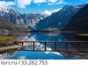 Winter morning on lake Hallstatt. Most beautiful lake to explore in Austria. Salzkammergut, Austrian Alps. Стоковое фото, фотограф Papoyan Irina / Фотобанк Лори