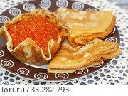 Купить «Корзиночка из блина с красной икрой», фото № 33282793, снято 1 марта 2020 г. (c) Dmitry29 / Фотобанк Лори