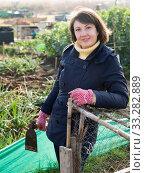 Купить «Farmer girl in the backyard of a village house», фото № 33282889, снято 28 мая 2020 г. (c) Яков Филимонов / Фотобанк Лори