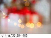 Купить «Bokeh, silhouette of gifts, indistinct background, Christmas tree», фото № 33284485, снято 5 ноября 2018 г. (c) Екатерина Кузнецова / Фотобанк Лори