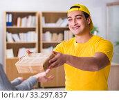 Купить «Delivery man delivering parcel box», фото № 33297837, снято 1 ноября 2016 г. (c) Elnur / Фотобанк Лори