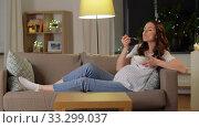 Купить «happy smiling pregnant woman eating salad at home», видеоролик № 33299037, снято 8 февраля 2020 г. (c) Syda Productions / Фотобанк Лори