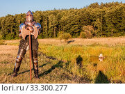 Medieval knight in the field with an axe. Стоковое фото, фотограф Zoonar.com/Sergii Figurnyi / age Fotostock / Фотобанк Лори
