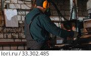 Купить «A man blacksmith heating up the hot detail in the furnace», видеоролик № 33302485, снято 8 апреля 2020 г. (c) Константин Шишкин / Фотобанк Лори