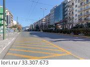 Купить «Central street in Athens (Greece, district Αμπελοκηποι)», фото № 33307673, снято 29 февраля 2020 г. (c) Татьяна Ляпи / Фотобанк Лори