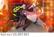 Jolly kids aiming laser guns at other players. Стоковое фото, фотограф Яков Филимонов / Фотобанк Лори
